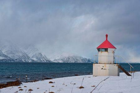 Leuchtturm im Fjord von OLDERDAIN