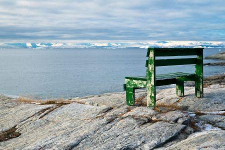 Einsame Bank mit Blick auf den Eismeer Fijord von IIlulissat
