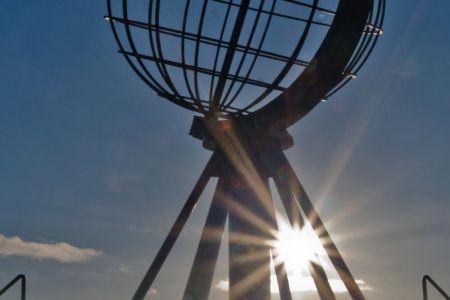 Nordkap Globus  in tiefstehender Sonne
